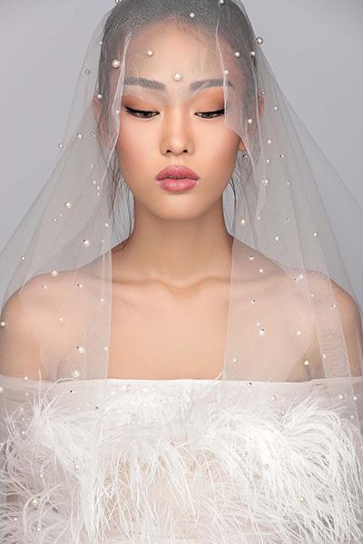 Màn trình diễn váy cưới giữa không trung độc đáo