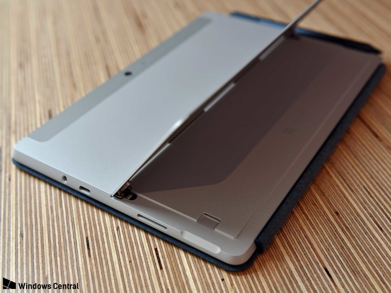 Ông lớn Microsoft tung tablet Surface mới