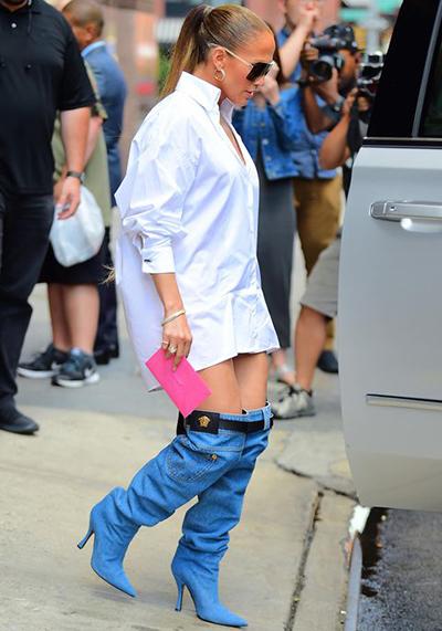 Bốt như quần jeans tụt của Jennifer Lopez khiến mọi người trầm trồ