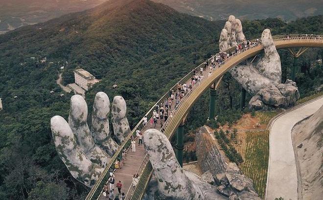 Giới trẻ nước ngoài đảo điên khi đến Cầu Vàng Đà Nẵng