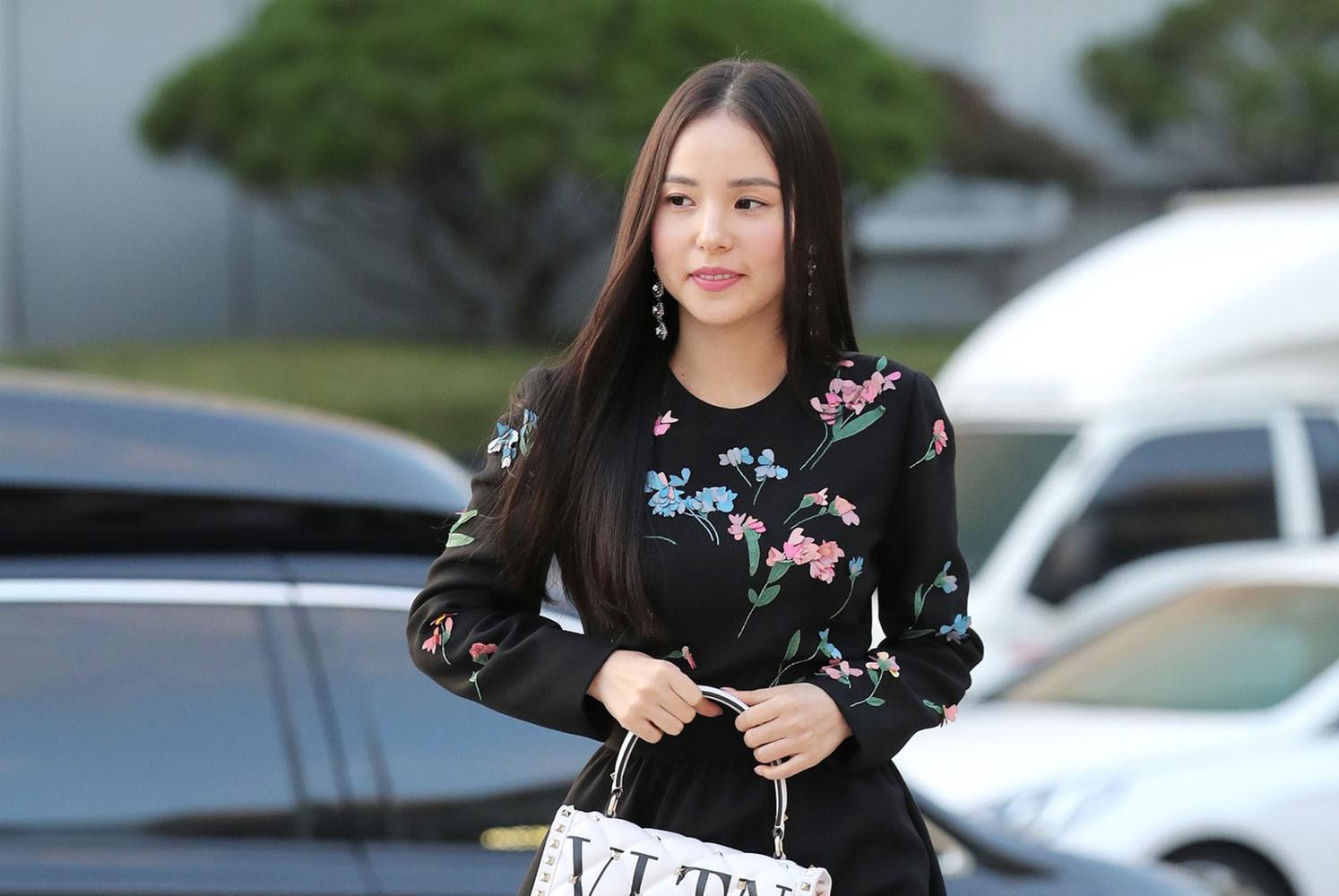 Sao Min Hyo Rin trông đầy đặn hơn sau khi cưới