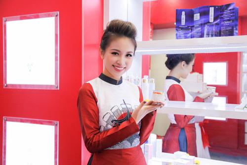 MC Thanh Vân Hugo gắn bó với mỹ phẩm nội địa Nhật