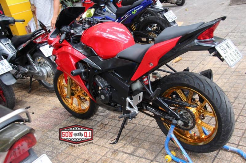 Honda CBR 150 độ nhẹ cùng dàn chân hàng hiệu nổi bật