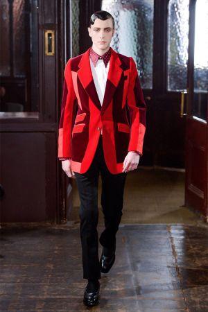 Những cách mặc đẹp với màu đỏ cho Boy lịch lãm