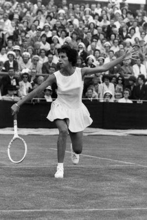 Trang phục chơi tennis có biến đổi thế nào