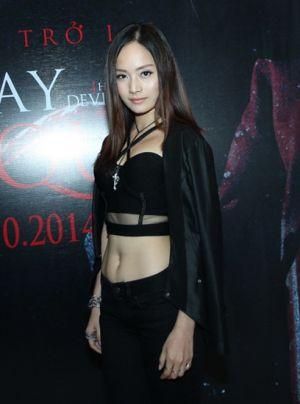 Người đẹp Lan Phương ăn mặc thiếu tinh tế trong tuần lễ thời trang