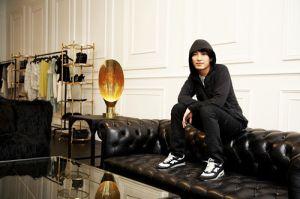 Theo dõi thời trang giám đốc sáng tạo 31 tuổi nhà Balenciaga