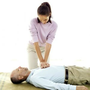 Cách sơ cứu khi không có dụng cụ y tế bạn nên biết