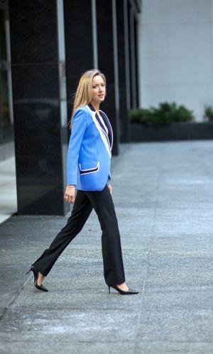 Nữ công sở thành đạt và quyến rũ bằng cách nào