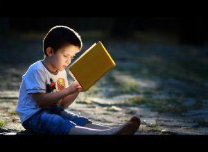 Bài học bất ngờ đằng sau đồng tiền kẹp trong sách của bố