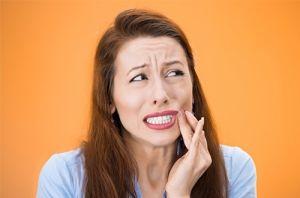 Uống nhiều nước chanh gây sâu răng, trào ngược dạ dày