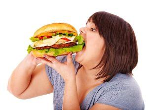 Con trẻ sẽ dễ mắc bệnh béo phì khi cha mẹ ăn giàu chất béo