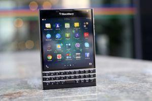 BlackBerry giảm giá Passport 1,5 triệu đồng