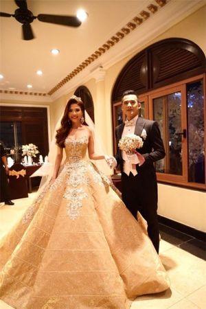 Ngắm lại váy cưới giá gần 600 triệu của Thúy Diễm