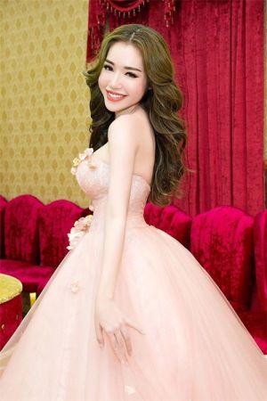 Elly Trần có thực sự sở hữu hình thể vạn người mê?