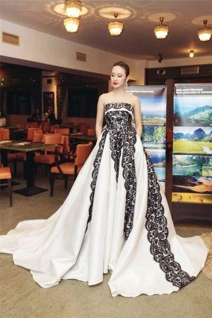 Ngỡ ngàng với Angela Phương Trinh phiên bản búp bê