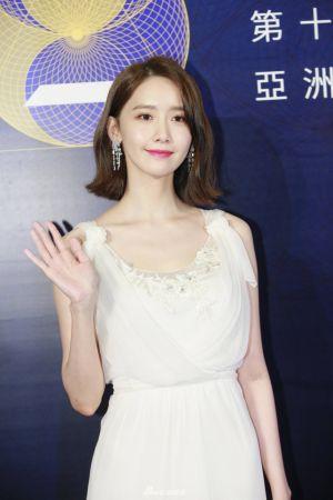 Yoona (SNSD) vẫn lấn át mỹ nhân Cbiz bằng vẻ đẹp nữ thần