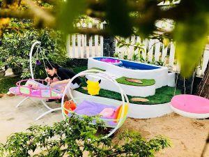 Ông bố Phú Yên dạy học cả ngày vẫn xây bể bơi tuyệt đẹp cho con