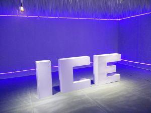 Quán café băng tuyết được giới trẻ đến tấp nập