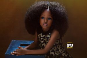 Xinh như búp bê, cô bé gái Nigeria 5 tuổi gây xôn xao MXH