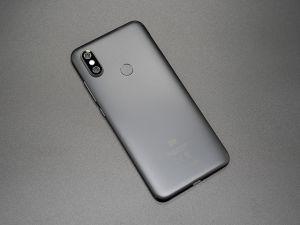 Review Xiaomi Mi A2: quái vật hiệu năng và camera