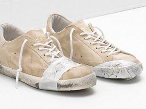 Đôi giày bẩn, rách rưới giá 12 triệu đồng bị chỉ trích