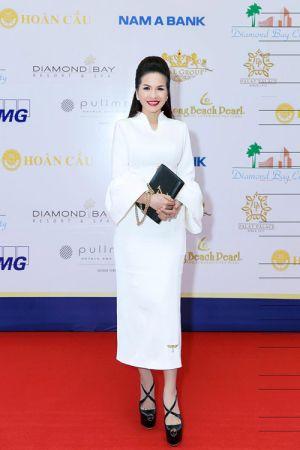 Hoa hậu Lê Thanh Thúy diện cây trắng cực phong cách