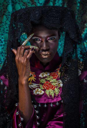 Người mẫu Châu Phi tự hào khi mặc áo dài Việt cổ