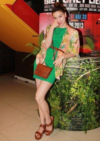 Ca sĩ Hồ Ngọc Hà thanh thoát với trang phục hè độc đáo