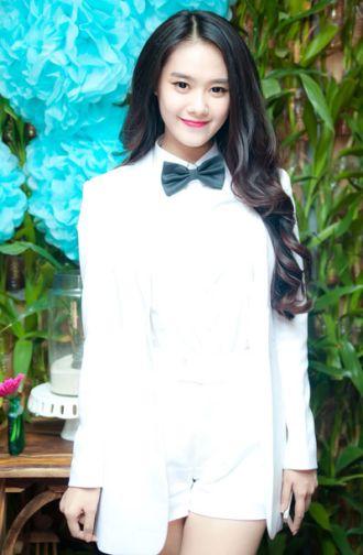 Hot Girl Linh Chi phá cách với áo vest