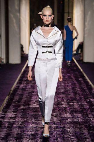 Thương hiệu Versace cao cấp thu đông hút mọi ánh mắt