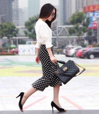 Phong cách trắng và đen là cách mặc đẹp mọi lúc