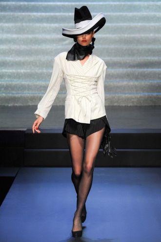 Đế chế thời trang Pháp ra mắt BST vô cùng ấn tượng