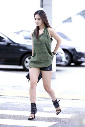 Những Gu thời trang năng động của Yuri SNSD