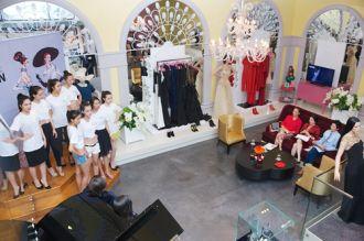 Lý Nhã Kỳ mời tỷ phú đến Việt Nam xem Lynk Fashion Show
