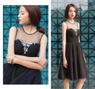 Thương hiệu IVY moda giảm giá 50% thu hút chị em