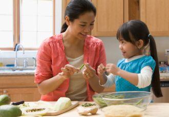 Những điều cần biết khi dạy con làm việc nhà