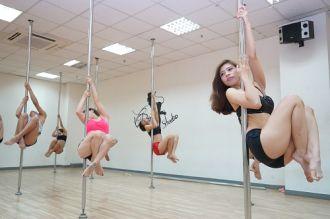 Mẹo học múa cột giảm béo từ dân công sở