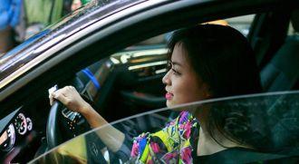 Mercedes E-Class của Hoàng Thùy Linh có giá bao nhiêu ?