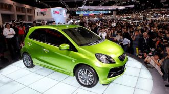 Tâm lý đám đông chi phối thị trường ô tô Việt