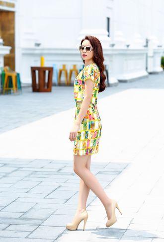 Kỳ Duyên diện váy ngắn, da trắng nõn tự tin