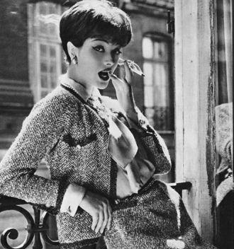Mẫu Áo khoác kinh điển của Chanel làm từ vải bình dân độc đáo
