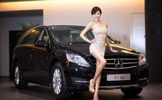 Mercedes R-Class đấu sắc cùng Siêu mẫu thả 'dáng ngọc'