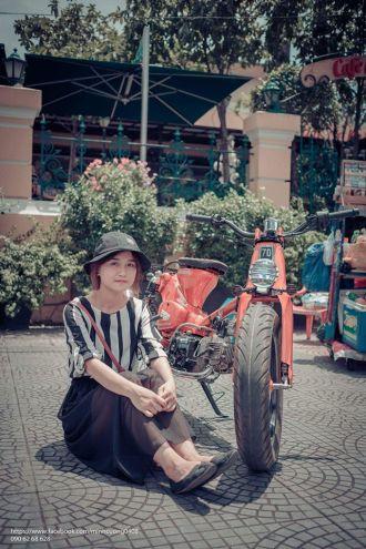 Bộ ảnh cực chất của chiếc Cub độ cùng người đẹp trên phố