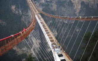 Hình ảnh cây cầu đáy kính cao và dài nhất thế giới