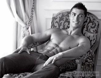 BST thời trang của Cristiano Ronaldo mạnh mẽ