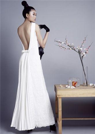 BST thời trang Mùa xuân Á đông với sắc trắng tinh khôi