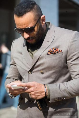 Phong cách khăn vuông bỏ túi tại New York Fashion WeeK độc đáo
