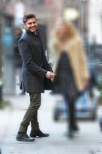 Phong cách thời trang Zac Efron ấm áp với trench coat