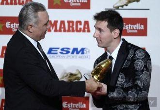 Siêu sao Messi diện vest hoa đi nhận giải Chiếc giày vàng châu Âu